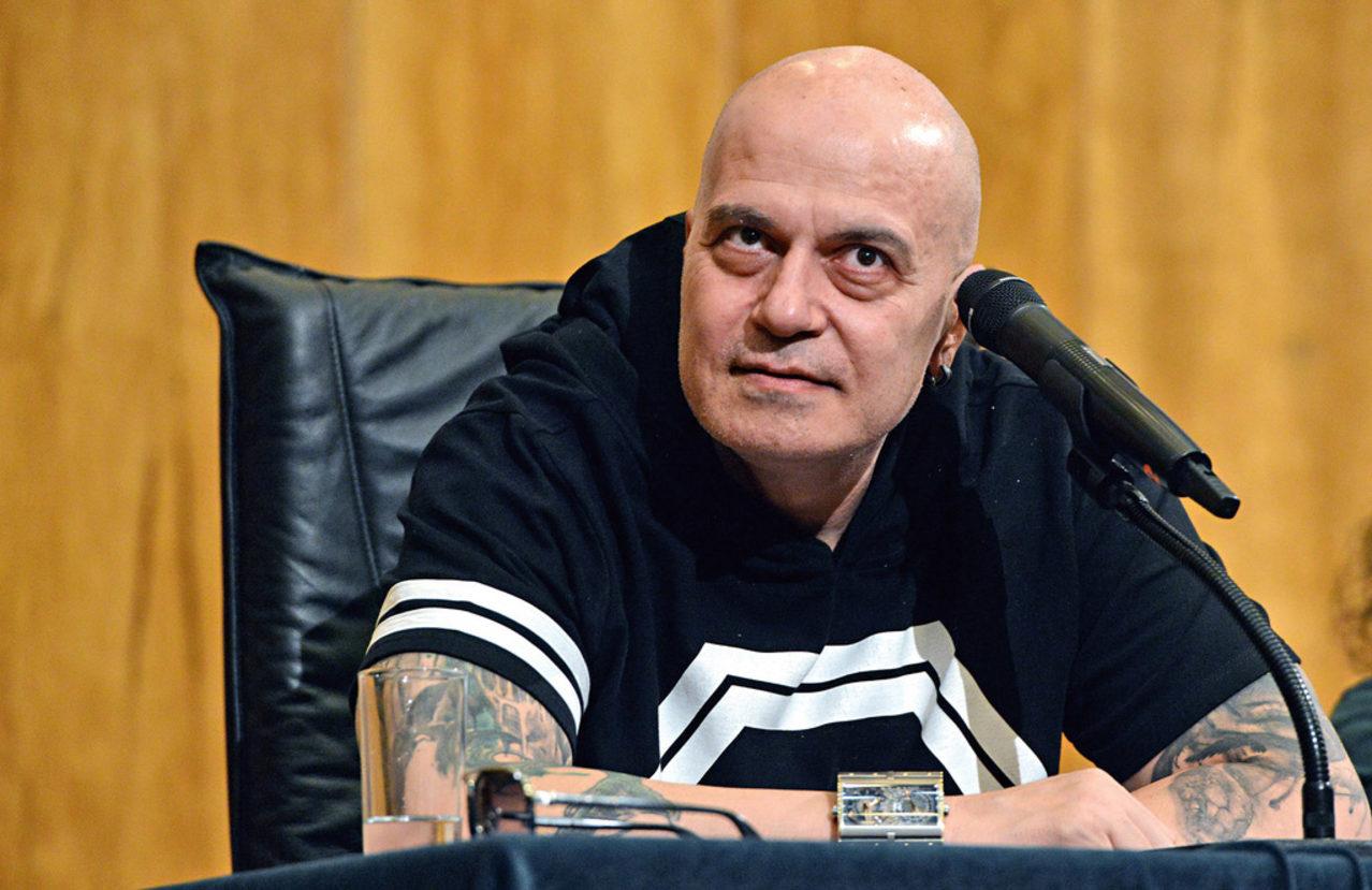 Политолог: Слави не е обединител, а разединител! - Novapress - Директните  новини Днес